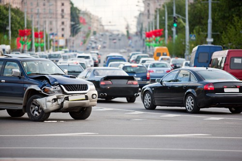 a car accident in the middle of a traffic jam | Colorado Multi-Car Accident Attorneys